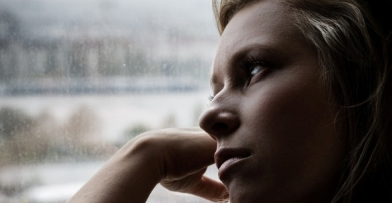 woman-thinking-woman-sad-depressed2-flickr-dawolf--768x400